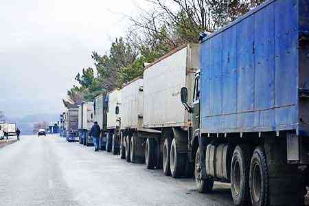 The road to the Upper  Lars checkpoint is closed for the passage of  trucks
