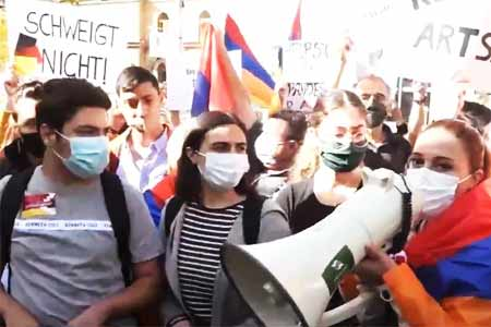 In Yerevan, in front of the German Embassy in Armenia, an action is  being held demanding the recognition of Artsakh
