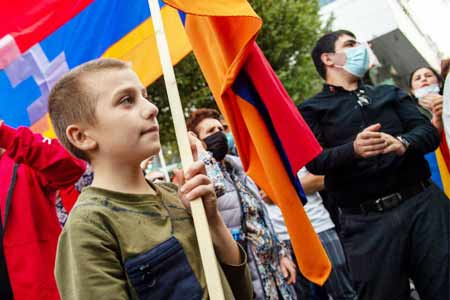Artsakh women and children held a protest in front of the EU  building in Yerevan, demanding recognition of the independence of the  NKR
