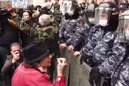 A tense situation has developed in front of the Armenian Defense  Ministry building