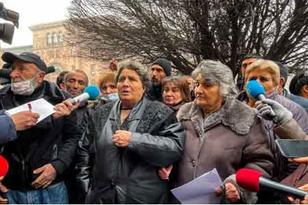 Parents and relatives of the dead and missing continue to paralyze  the activities of the Armenian Defense Ministry