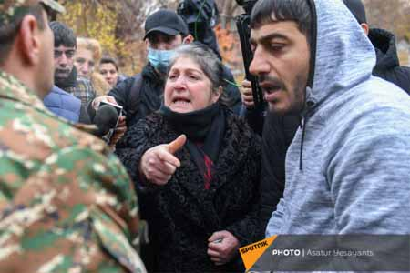 Parents of missing servicemen blocked railway tracks on  Gyumri-Yerevan route